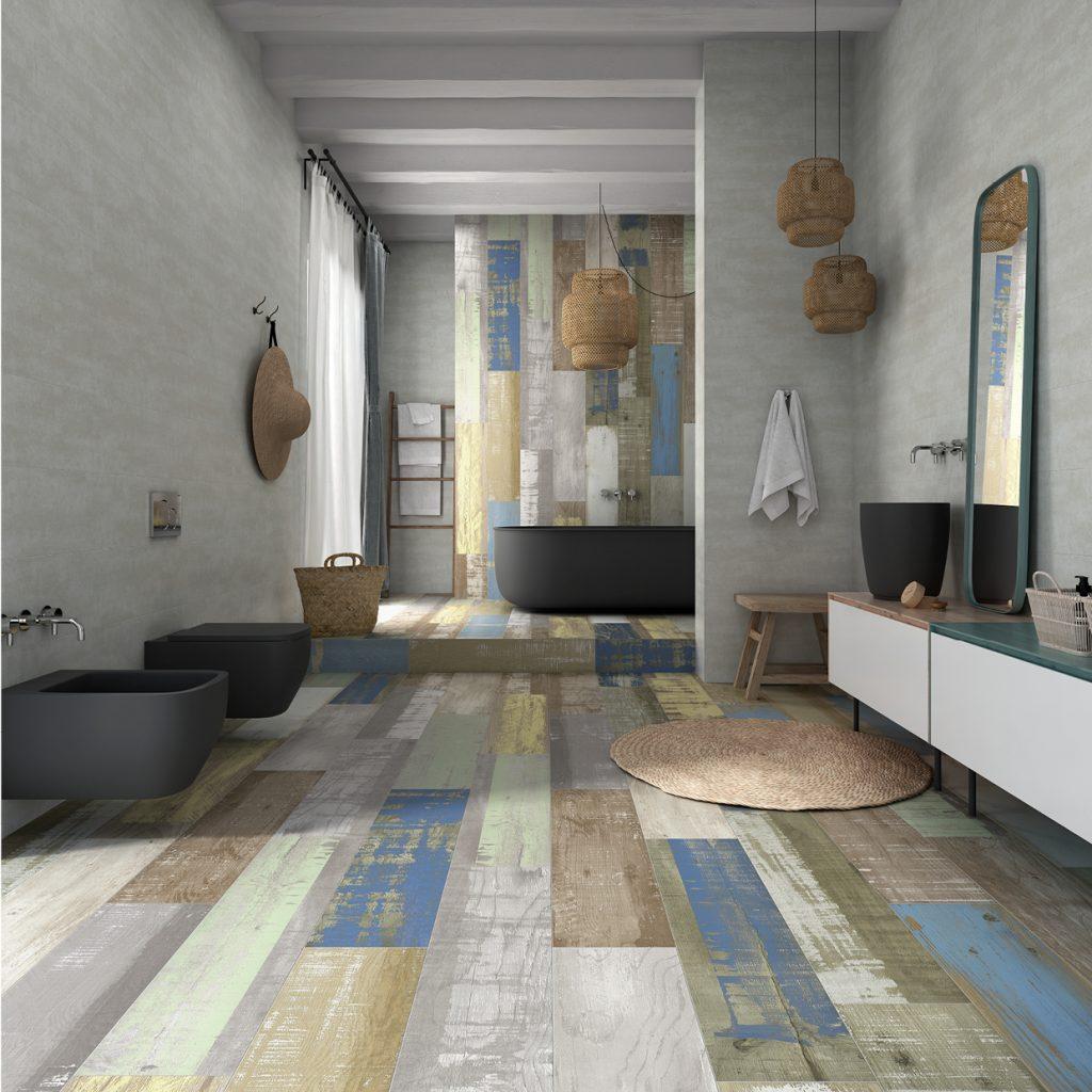 Łazienka z rustykalnymi płytkami drewnopodobnym z efektem postarzenia