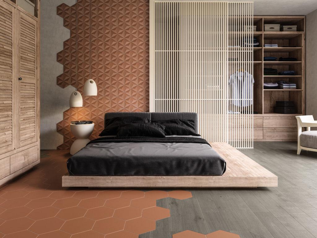 Sypialnia z rudymi płytkami w kształcie heksagonu i dużym łóżkiem