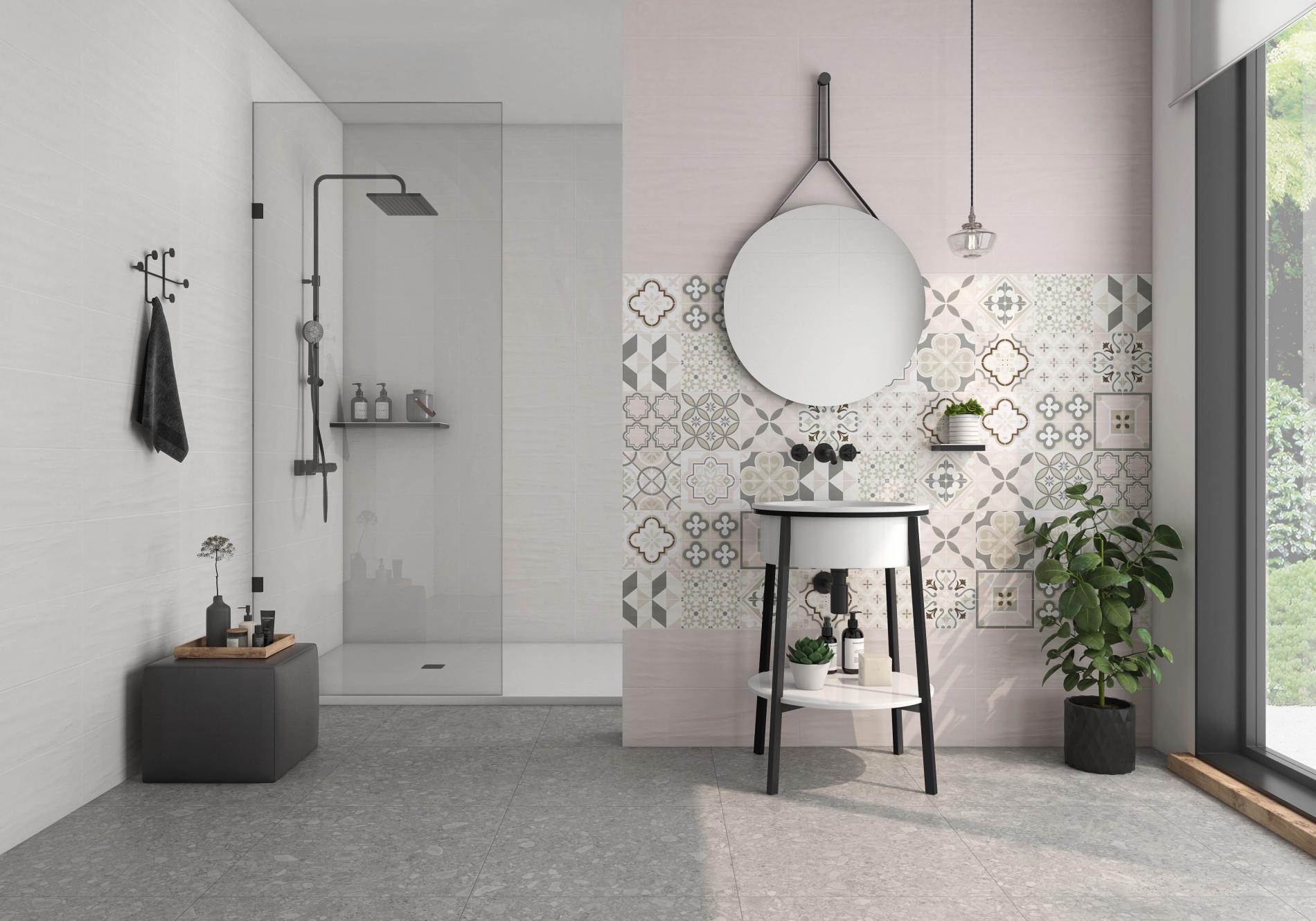 Łazienka z kabiną prysznicową, okrągłym lustrem, umywalką i baterią podtynkową oraz płytkami At.Urbex Perla