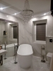 białe płytki imitujace marmur realizacja w łazience