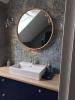 okrągle lustro w łazience nowoczesne płytki