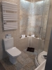nowoczesna łazienka z płytkami szarymi