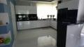 białe płytki do kuchni wysoki połysk