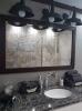 nowoczesna łazienka z czarnym lustrem