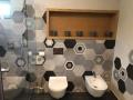 płytki hexagonalne szare scienne w łazience