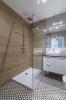 płytki drewnopodobne i patchwork w łazience
