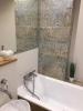 nowoczesna łazienka z płytkami sciennymi postarzanymi
