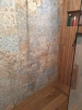 płytki drewnopodobne carpet vestige pod prysznicem
