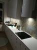płytki z wzorami niebieskimi scienne w nowoczesnej kuchni
