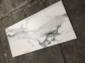 płytki z wzorem marmuru białe szare