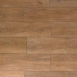Kompozycja brązowej podłogi ułożona z płytek imitujących drewno Viggo Fresno 20x75