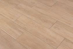 Podłoga stworzona z płytek imitujących drewno jasnobrązowych Viggo Arce 20x75