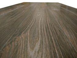 piękne refleksy na gresie imitującym drewno