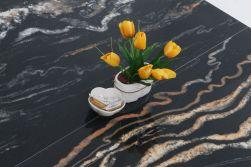 Płytki marmuropodobne czarne w połysku z kwiatkiem i cukierkami Carrea Leeds Negro 60x120