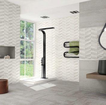 Szara łazienka z nowoczesnym prysznicem, drewnianym blatem z umywalką w kształcie miski oraz oknem