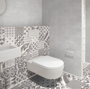 łazienka w szarych barwach
