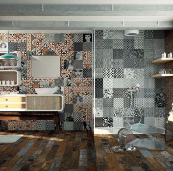 Multikolorowa łazienka z prysznicem, dużym oknem i drewnianą półką na której stoi umywalka nablatowa.