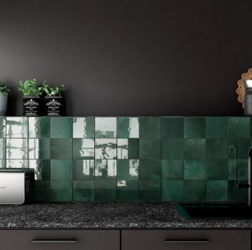 Zielono-grafitowa kuchnia z grafitowym blatem, grafitowym zlewem oraz grafitowymi meblami