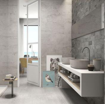 Szara łazienka z prysznicem, białym blatem z dwoma umywalkami nablatowymi i dużym lustrem