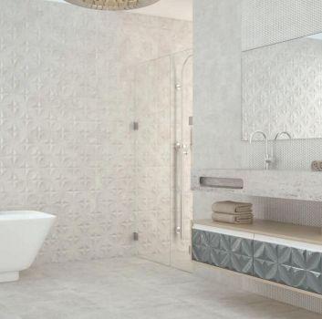Biała łazienka z wanną wolnostojącą, prysznicem oraz marmurową półką z wbudowaną umywalką
