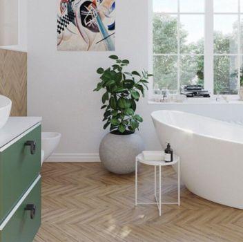Biało-drewniana łazienka z wanną wolnostojącą, zieloną szafką z umywalką nablatową oraz dwoma oknami