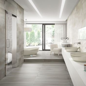 Szaro-biała łazienka z wanną wolnostojącą, dwoma umywalkami nablatowymi i oddzielnym pomieszczeniem na prysznic