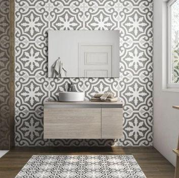 Multikolorowa łazienka z prysznicem, drewnianą szafką z umywalką nablatową oraz oknemłazienka z prysznicem, drewnianą szafką z umywalką nablatową z kwadratowym lustrem oraz oknem