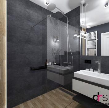 Grafitowo-drewniana łazienka z prysznicem, grafitowym blatem z umywalką nablatową oraz lustrem