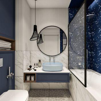 Granatowo-marmurowa łazienka z toaletą, zabudowaną płytkami wanną oraz granatową szafką z niebieską umywalką nablatową