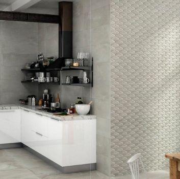 Szara kuchnia z marmurowymi blatami, drewnianym stołem z białym krzesłem i ceglaną ścianą