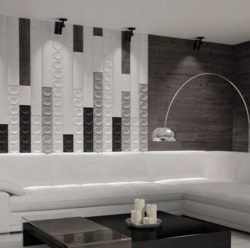 Biało-szary salon z białym narożnikiem, czarnym stolikiem i oknem