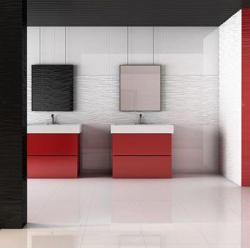 Biało-czarna łazienka z dwoma czerwonymi półkami, wbudowanymi w nie dwoma umywalkami oraz dwoma kwadratowymi lustrami