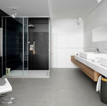 Biało-czarna łazienka z dużym prysznicem, dużym biało-drewnianym blatem oraz dwoma umywalkami nablatowymi