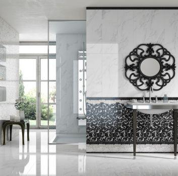 Biało-czarna łazienka z prysznicem, wbudowaną umywalką oraz oryginalnym lustrem