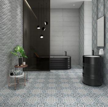 Łazienka z czarnymi elementami wyposażenia i rustykalnymi płytkami patchwork