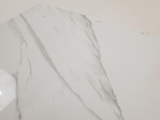 Hiszpańskie płytki imitacja białego marmuru z szarą żyłą 120x60