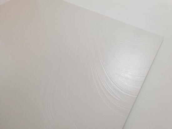 Płytki białe 80x80 z delikatną strukturą