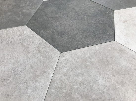 Hexagonalne szare płytki do mieszkania Hexagon Multi Cold argenta