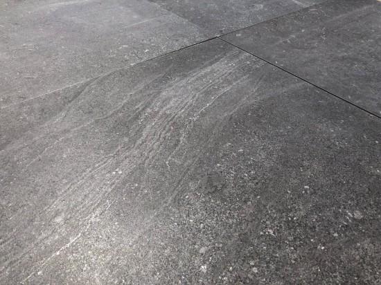 piekne detalne na grafitowym gresie